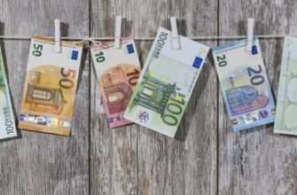 Евро сушатся на заборе