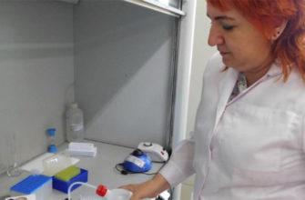 лаборант за работой